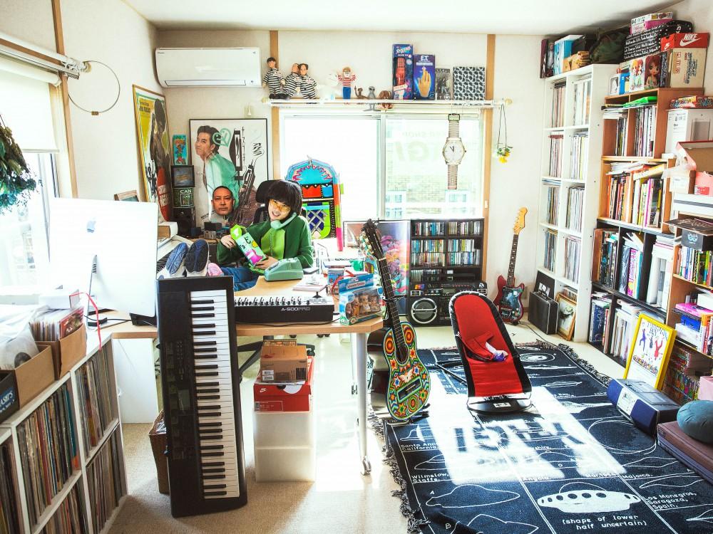 ROOM IS STYLE<br>ストリートの遊び心を詰めこんで<br>VOL.01<br>大量のモノで溢れかえった<br>楽曲制作家族団欒の空間<br>オカモトレイジ(OKAMOTO'S)