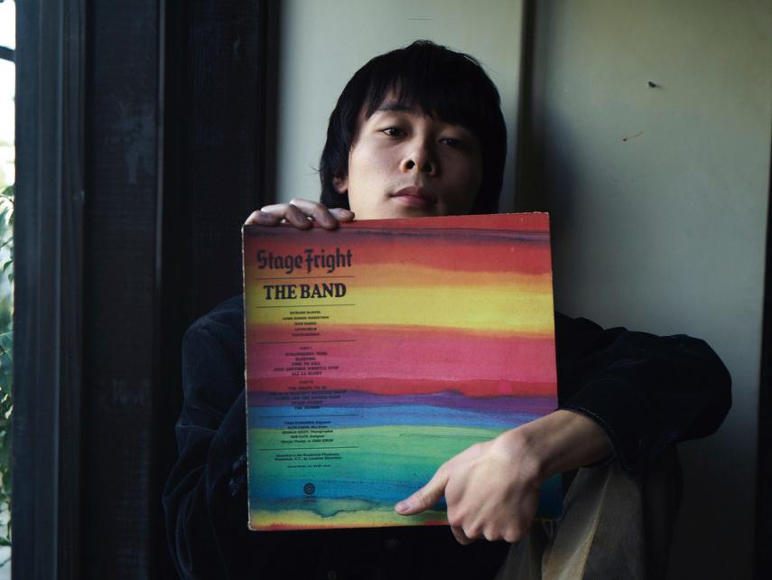 手に、耳にしたレコードの<br>ジャケットから広がる世界を<br>NO.01<br>YONCE (Suchmos)