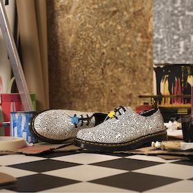 NYの地下鉄をジャックした<br>街のアートをUKを象徴するブーツに<br>– Dr.Martens x Keith Haring –