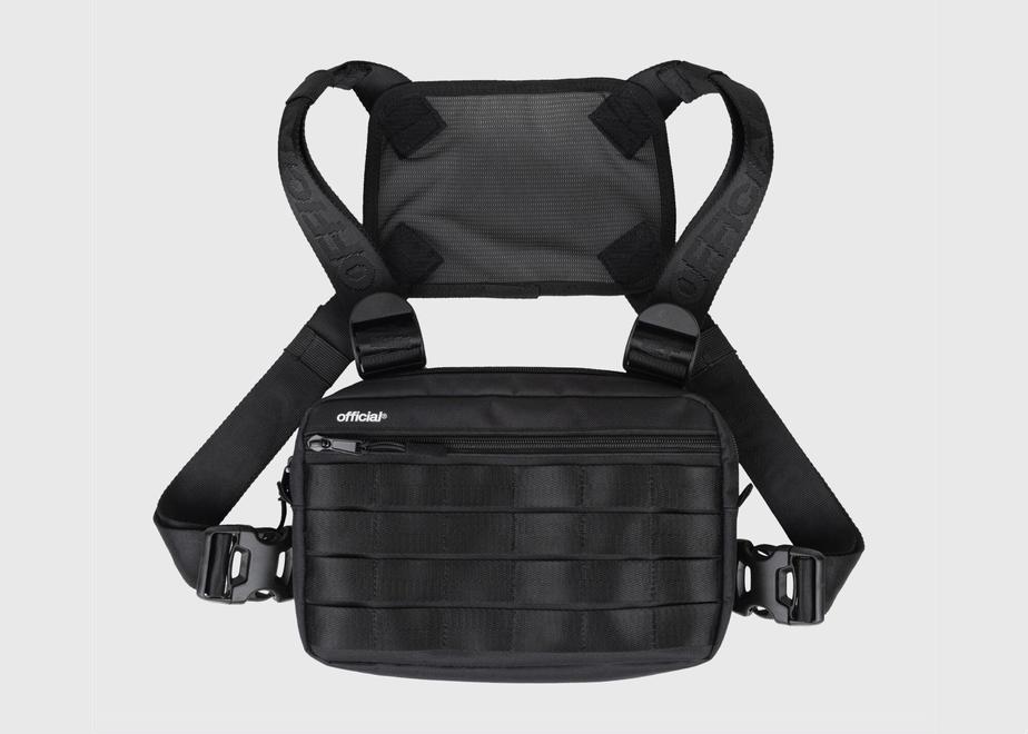 便利でなんでも入るバッグは<br>00年代のフレッシュなムードで<br>-OFFICIAL-