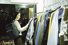 スタイルと遊び心が詰まった<br>自分だけが知るバッグの価値を<br>vol.2 Haru<br>– JANSPORT –